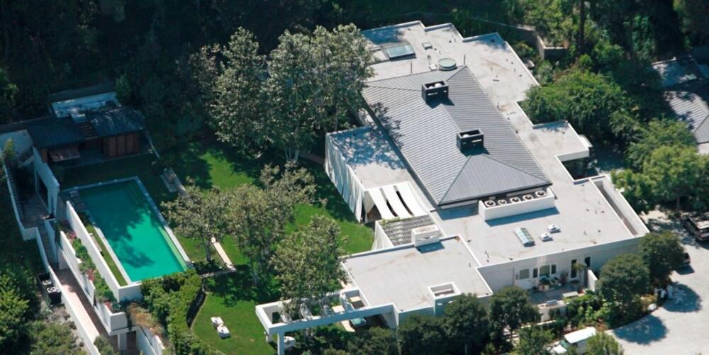 VIET I HAGEN: Her, hjemme i parets hage, ble Ellen Degeneres og Portia de Rossi viet lørdag.