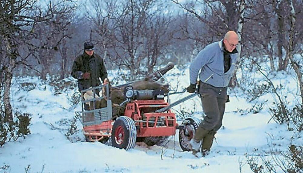 ENKLEST: Bruk av motorredskap eller hest sparer mange jegere for tung bæring. Forutsatt at terrenget skånes, er kjøretøyene nesten nødvendige hjelpemidler under elgjakta, med de store kvotene vi har. (Foto: Dag Kjelsaas)