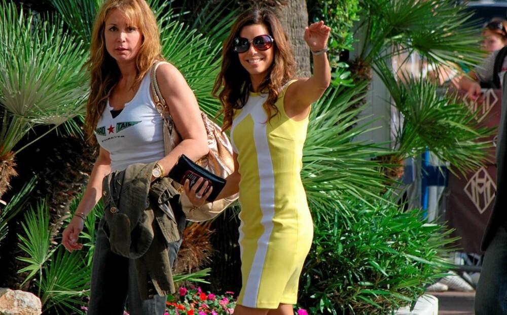 TETTSITTENDE: Eva Longoria Parker pleier å kle seg i kroppsnære klær, som her i Cannes i mai. Derfor vekker det spesielt oppsikt når hun nå ønsker seg barn - iført løse topper og kjoler.