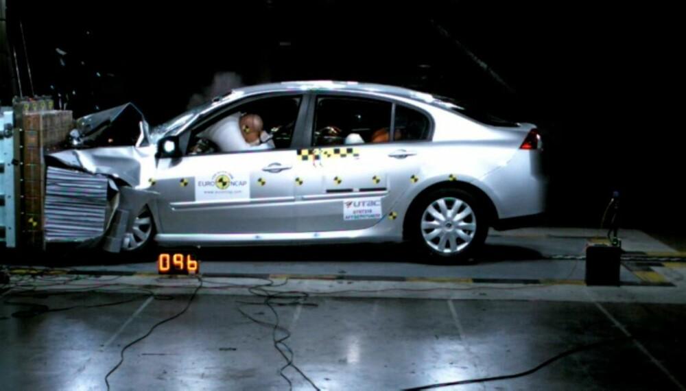 Ved en frontkollisjon i 80 km/t er selvsagt faren for skade høyere, men grunnet rattet er det betydelig øket skadefare for føreren i forhold til forsetepassasjeren.
