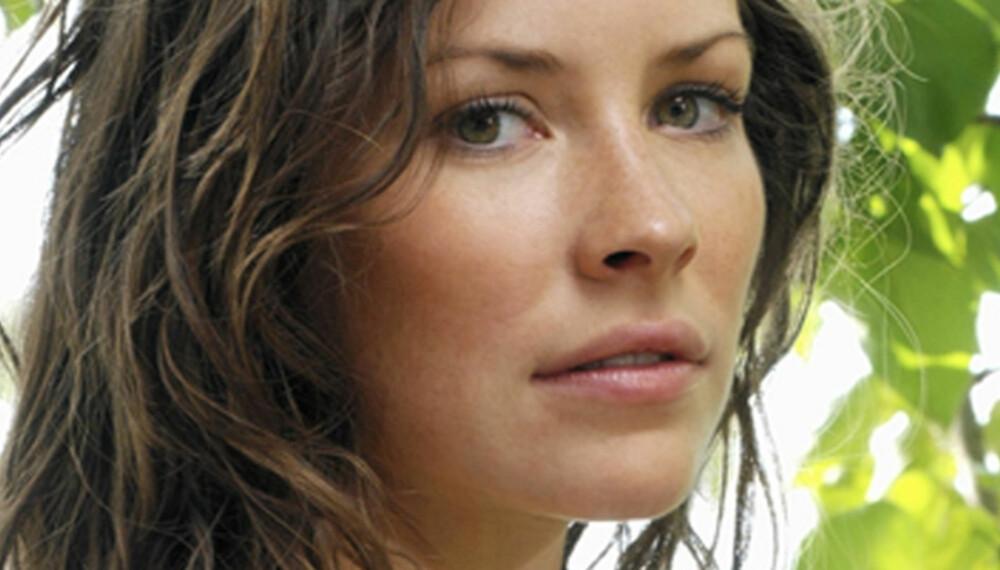 Evangeline Lilly ser flott ut i sin Kate-rolle i Lost. Men det er nok ikke bare tilfeldige krøller som bølger seg nedover ryggen.