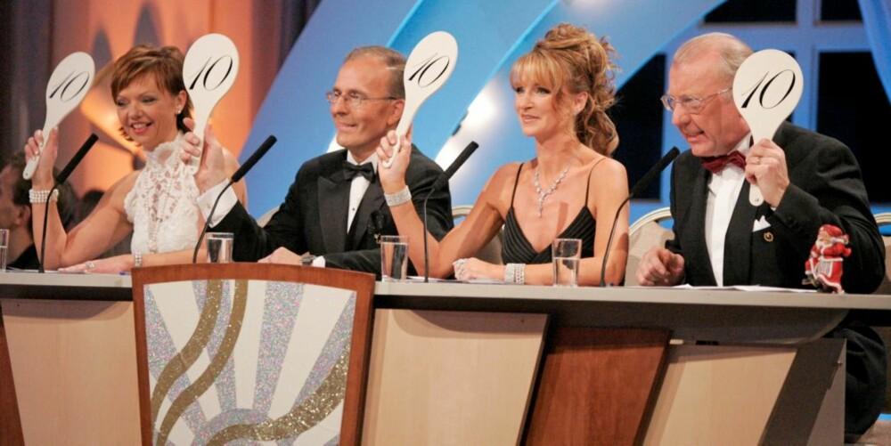 """DANSEDOMMER: Trond har vært dommer i """"Skal vi danse"""" i tre år. Her sammen med resten av dommerpanelet fra finalen i 2006: Cecilie Brinck Rygel, Tor Fløysvik, Trine Dehlie Cleve og Trond Harr helt til høyre."""