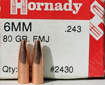 Utvalget i 6 mm heilmantelkuler er heller kleint. En av få er 80 grs Hornady FMJ, men denne er god. Litt butt i tupp, presis og effektiv. (Foto: Jørund Lien)