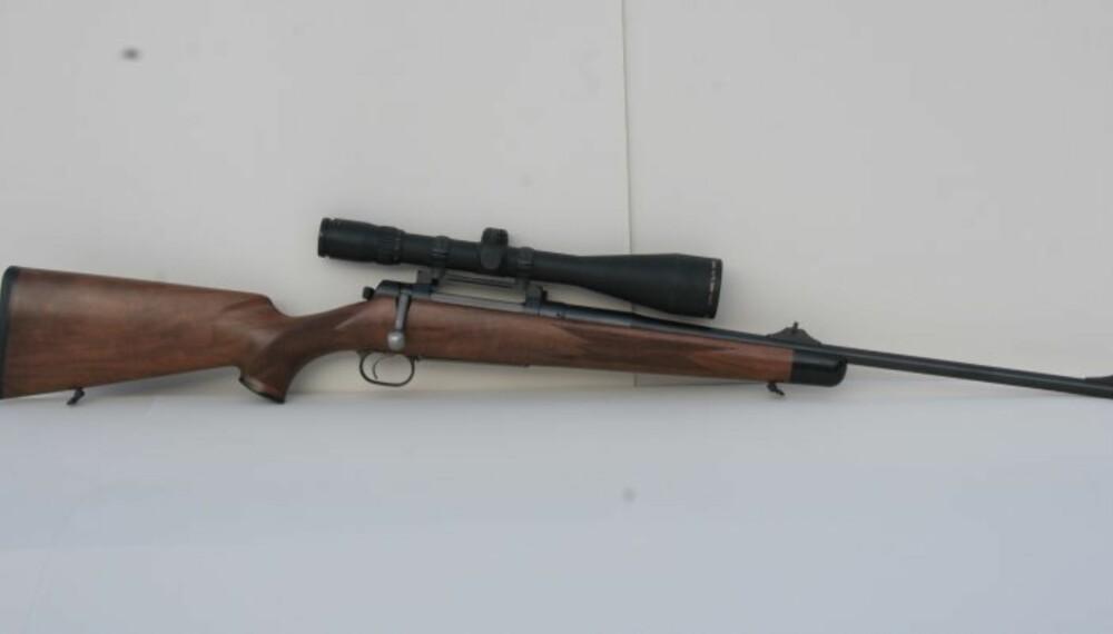 Mauser 03 har rett klassisk stokk med tynn kolbekappe av gummi. (Foto: Jørund Lien)