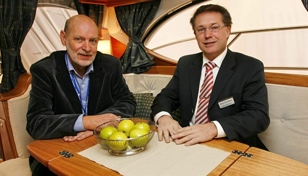 Kastloss-reporter Bengt-Erik Iversen (til v.) og Nord West-sjef Benny Martinsson i salongen på den nye Nord West 370 før avdukningen.