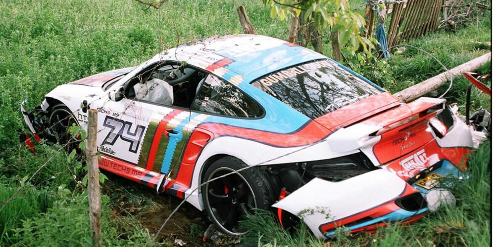 KAN FORLENGES: Skulle uhellet være ute med deg og din Porsche er det lurt å signere en veihjelpsgaranti på forhånd. Denne og nybilsgarantien kan forlenges for 11.000 kroner årlig. Du kan også kjøpe eller forlenge bruktbilgaranti hos Porsche sålenge den har fulgt regelmessig service.