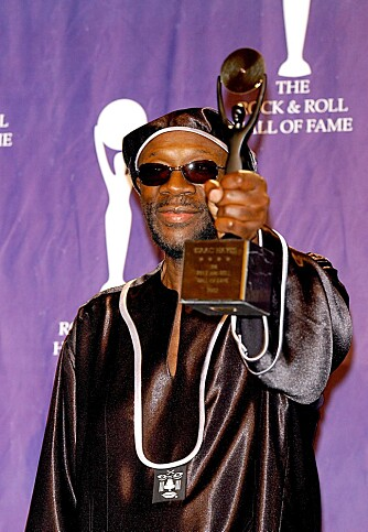 HALL OF FAME: Isaac ble en del av Rock and Roll Hall of Fame i 2001.
