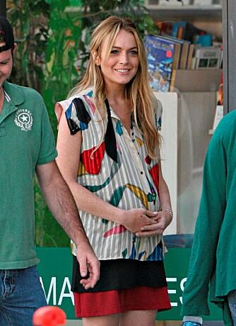 """FALSK MAGE: Lindsay Lohan spiller gravid i filmen """"Labor Pains"""""""