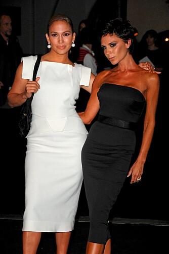 MOTELØVER: Jennifer er alltid opptatt av siste nytt på motefronten. Her sammen med Victoria Beckham på Mecedes Benz Fashion Week i New York på mandag.