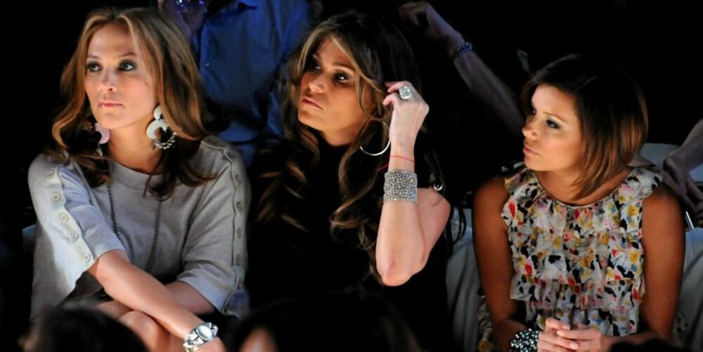 MOTEINTERESSERT: Jennifer har alltid vært veldig interessert i mote. Her på første rad under Diane von Furstenberg sin visning under New York Fashion Week  på søndag. Helt til høyre sitter Eva Longoria.