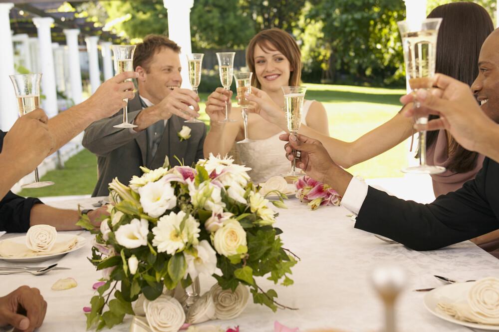 KJEMI: Det kan være greit å plassere de dere tror vil komme godt overens sammen ved festbordet.