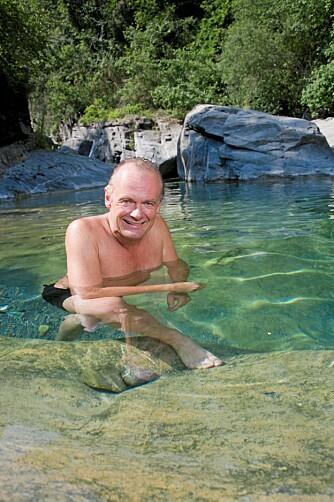 SVALENDE KULP: I lagunen ved det gamle møllehuset kan Per Christian Ellefsen få skylt støvet av kroppen etter en dag med restaurering.