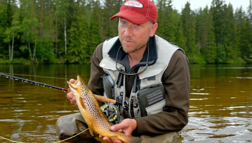 NESTEN FOR LETT: Artikkelforfatteren har erfart at noen ganger er det nesten for lett å få fisk på Kvatro-flua. (Foto: Bjørn Mikael Pettersen)