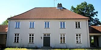 Det hvite hus på Berg gård, administrasjonssete for Berg Interneringsleir under krigen.