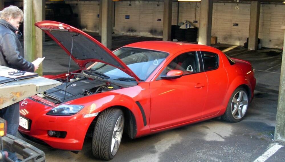 Kopibiler finnes det maneg av. Denne Mazda sportsbilen ble sporet opp som stjålet av en nordmann i England og ført til Norge på falske skilter. Nøyaktig samme bil går i England. Altså er dette en kopi-bil.