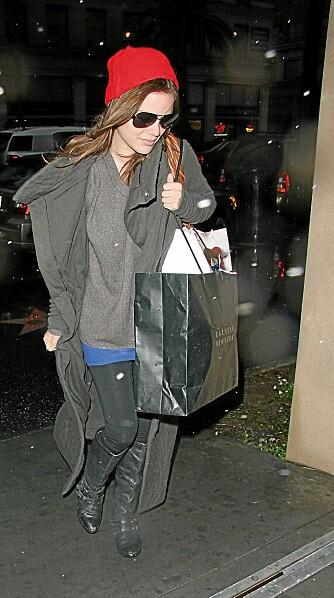 KOMFORTABEL: Rachel Bilson velger å kle seg komfortabelt når hun er ute og shopper.