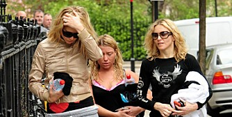 Gwyneth Paltrow (t.v.) frykter vennskapet med Madonna vil ryke etter at popdronningen har skilt lag med Guy Ritchie..