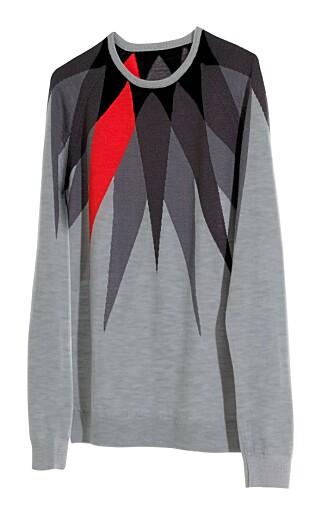 FØLGER TRENDEN: Denne sesongen har H&M lansert en egen kolleksjon med trendy klær for menn. Denne genseren er tydelig inspirert av Cosby.