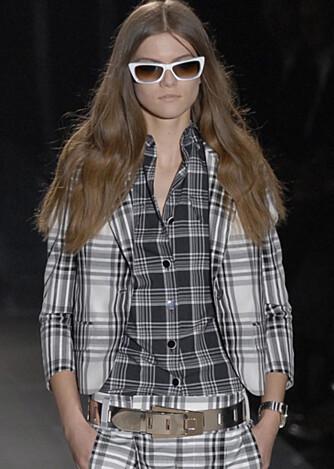 Ruter i fleng på catwalken til Gucci i Milano.