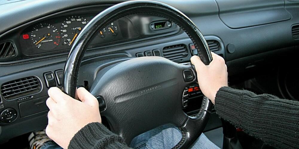 Kvart-på-tre: Ungutta er enstemmige, dagens ratt er designet for et kvart-på-tre-grep.