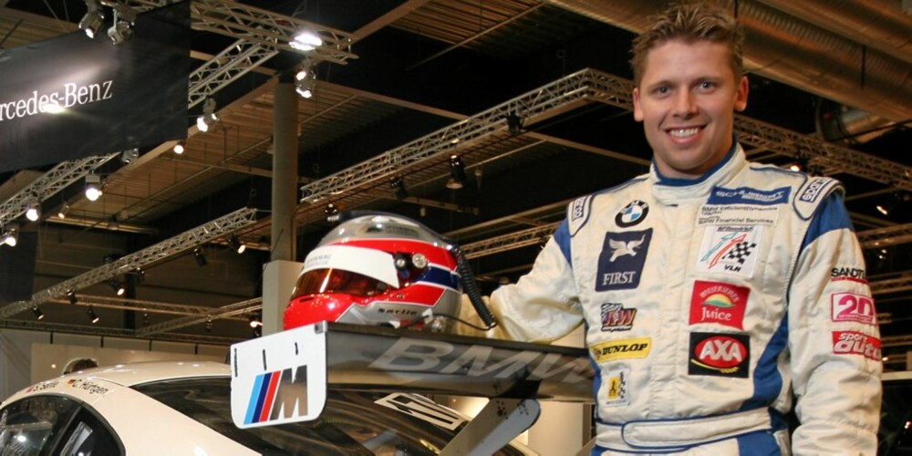 Stian Sørlie forteller at alle BMWs moderne ratt er konstruert for å holde kvart på tre.