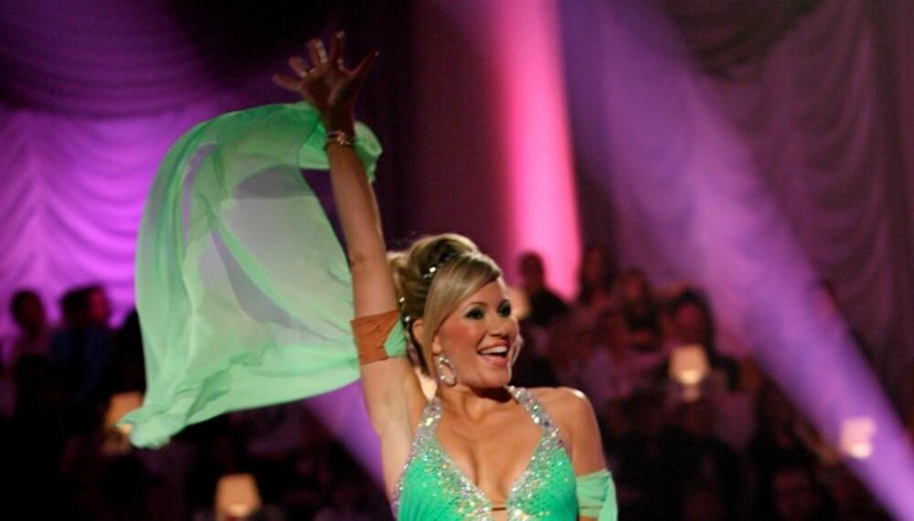 UT AV DANSEN: Bookmaker-favoritt og dommernes gulljente, Siri Kalvig, måtte vinke farvel til dansepublukumet fredag.
