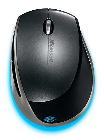 ENKEL: Explorer Mini Mouse har to knapper og skrollehjul. På venstre side finnes to funksjonsknapper som kan programmeres om du laster ned en ny driver fra Microsofts nettsider.