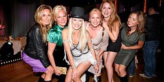 SH OWdame : Siris kollegaer og venner, Ingeborg Myhre (f.v.), Cecilie Lynum, May Lisbeth Midtgård Myrvang, Ane Nyrerød og Isabella Martinsen er mektig imponert over værsjefen.