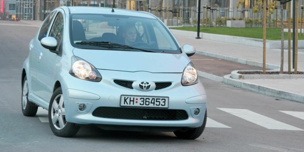 BILLIG BIL: Helt ny bil - nærmere enn du tror? Her Toyota Aygo.