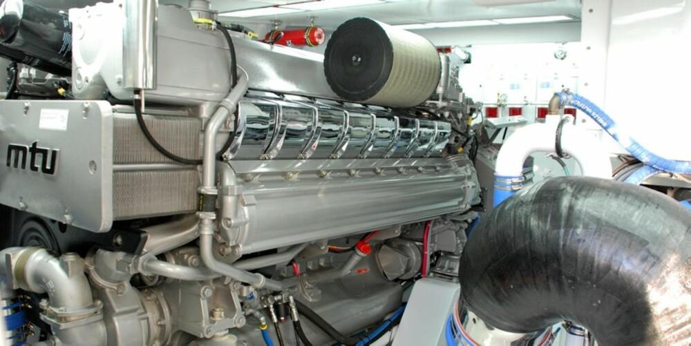 GANGER TRE: 3 stykk MTU-motorer på 2400 hester hver seg sender fiskebåten opp i 47 knop