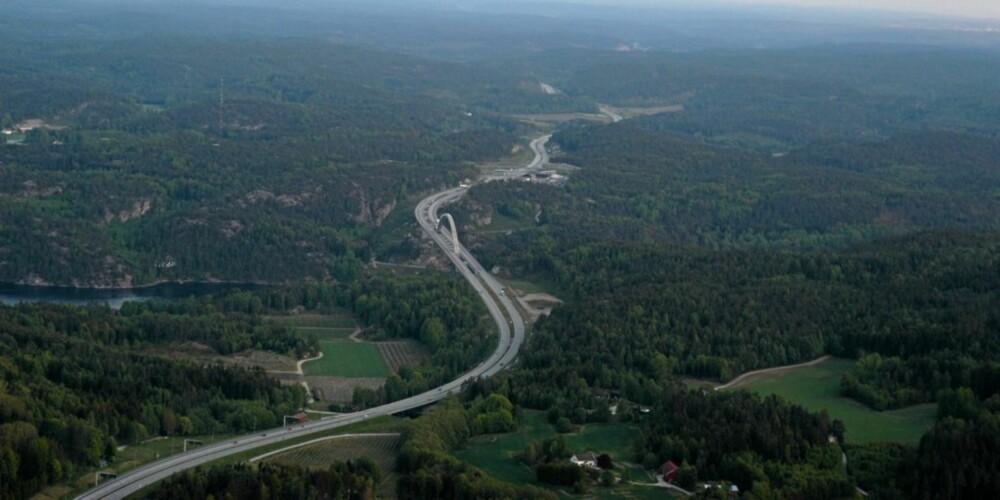 SVINESUND: Den sørligste delen av E6-prosjektet, med den nye Svinesundsbrua midt i bildet. Brua ble åpnet 10. juni 2005.