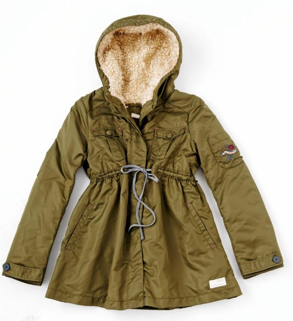 b1ef58d9 Trendy mot kulde. Hold deg varm i vinter. Gjør som Mary-Kate Olsen – hold  varmen i vinter med smale bukser og en lang strikkejakke.