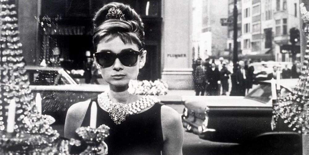 IKONISK KARAKTER: Audreys karakter, Holly Golighly, er blitt kåret til den mest fasjonable filmikonet gjennom tidene.