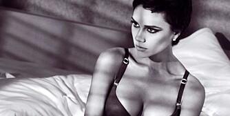 UNDERTØYSMODELL: Victoria Beckham stiller opp som undertøysmodell for Emporio Armani.
