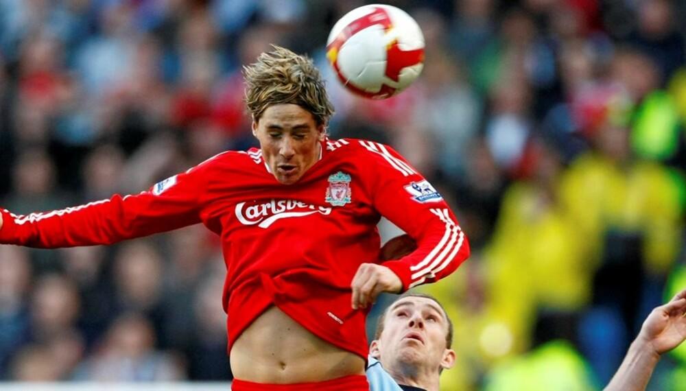 KNAPPHETSGODE: Mens snart alle har HD-TV, er det helt uvisst når NRK og TV2 vil begynne med høyoppløste TV-sendinger. Her er Liverpools Fernando Torres i duell med Manchester Citys Richard Dunne.