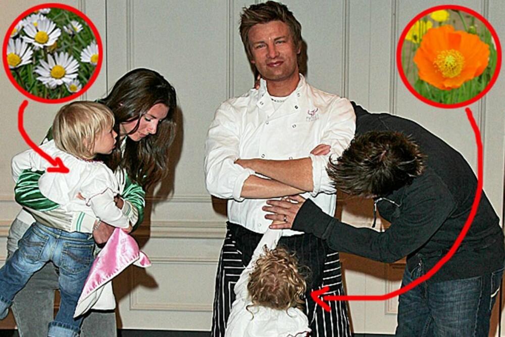 Jamie Oliver med kona Jools og pikebarna Poppy Honey og Daisy Boo sjekker ut voksversjonen av TV-kokken på Madame Tussaud's.