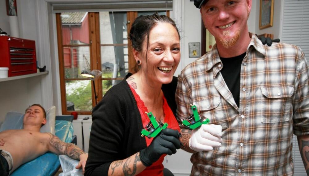 TO i TATTOO: Marianne og Eric Sundby lever og tatoverer sammen.