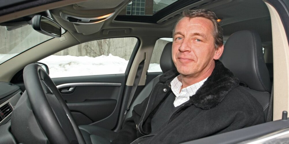 """USIKKER: Anders Lundgren (47) kjører Volvo V70, og er usikker på om han er en bedre sjåfør enn gjennomsnittet. """"""""Men det er nok karer på min alder som oftest har høye tanker om seg selv som bilførere"""""""", mener Lundgren."""