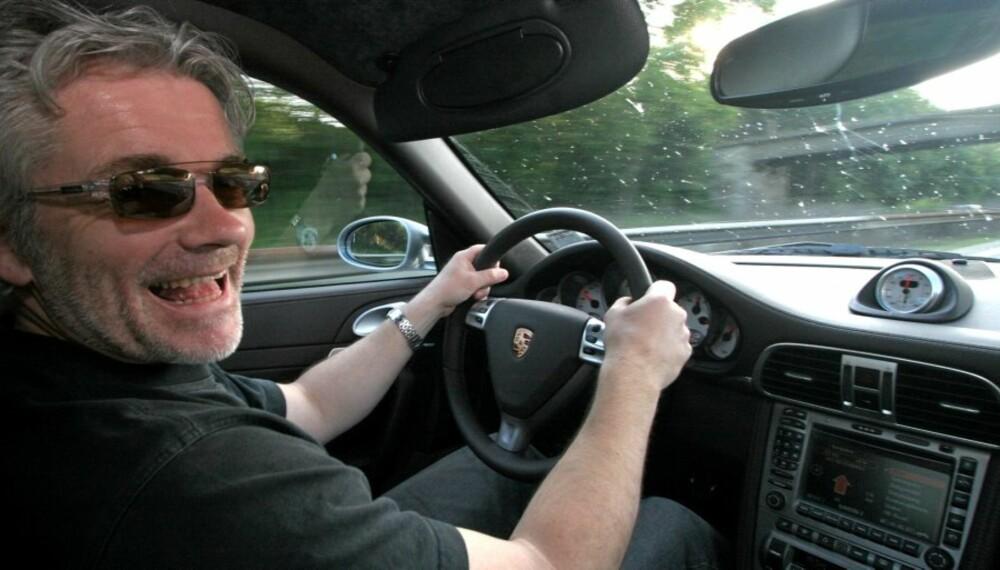 STOR TRO: Det overrasker vel ingen at middelaldrende menn i fete biler har stor tiltro til seg selv som sjåfører.