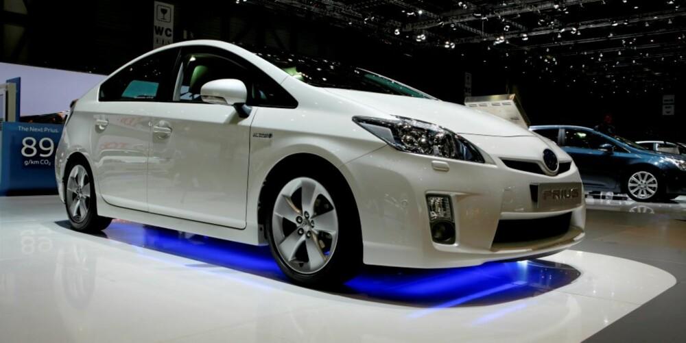 VELDIG LIKE: Honda Insight og Toyota Prius er forholdsvis like. Årsaken til dette er plasseringen av batteriene og et forsøk på å minimere luftmotstand.
