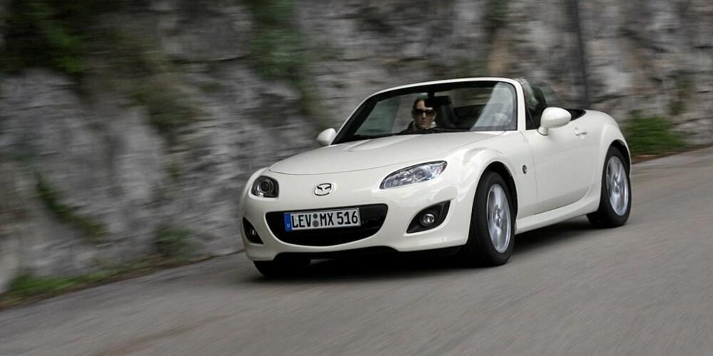 BRA GREP: Mazda MX-5 sitter som smurt i svingene.