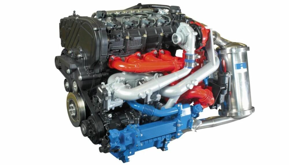 Ricardo har bearbeidet en standard toliters common rail dieselmotor. Den yter 160 hk, har et dreiemoment på 400 Nm og 90 % lavere NOx-utslipp enn kravene i  Euro 4-standarden.
