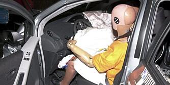 AIRBAG VIKTIG: Eldre biler uten airbag faller helt gjennom sikkerhetsmessig, uansett hvor store de er.