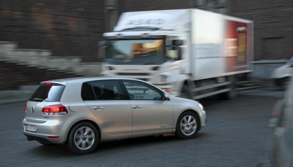 KAN BRUKES TIL MYE: Her er vi på økotour i VW Golf. 2,0 TDI går utrolig billig, med 0,45 liter/mil gjennom testruta.