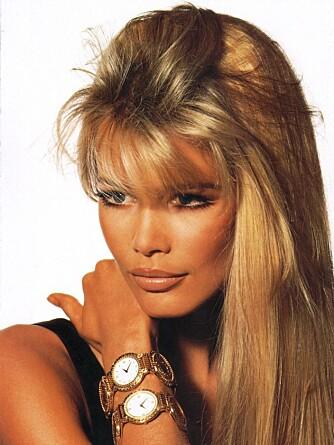VERSACEREKLAME: Claudia Schiffer à 1998, her på jobb som modell for Versace. Slike oppdrag betaler godt.
