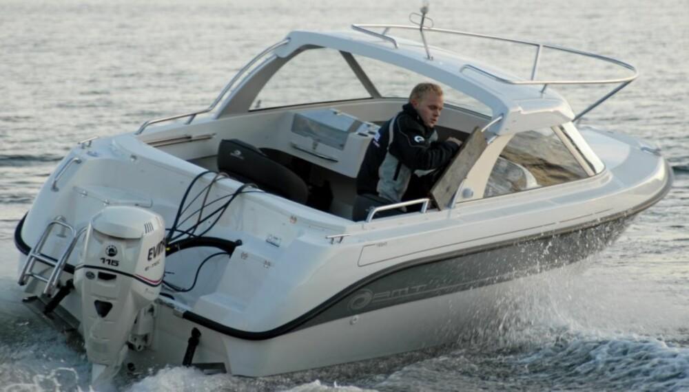 TESTBÅTEN: Alle motorene ble kjørt på denne båten - en AMT 185 HT.