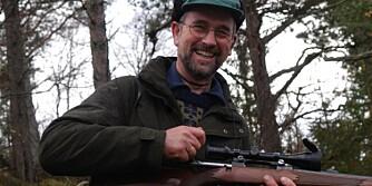 Bukkejakt: Fornøyd jeger etter at skuddet har falt. (Ill.foto: Thor Olav Moen.)
