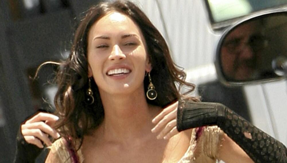 SMAL SAK: Megan Fox' livvidde ble hele 11 cm mindre i korsettet.