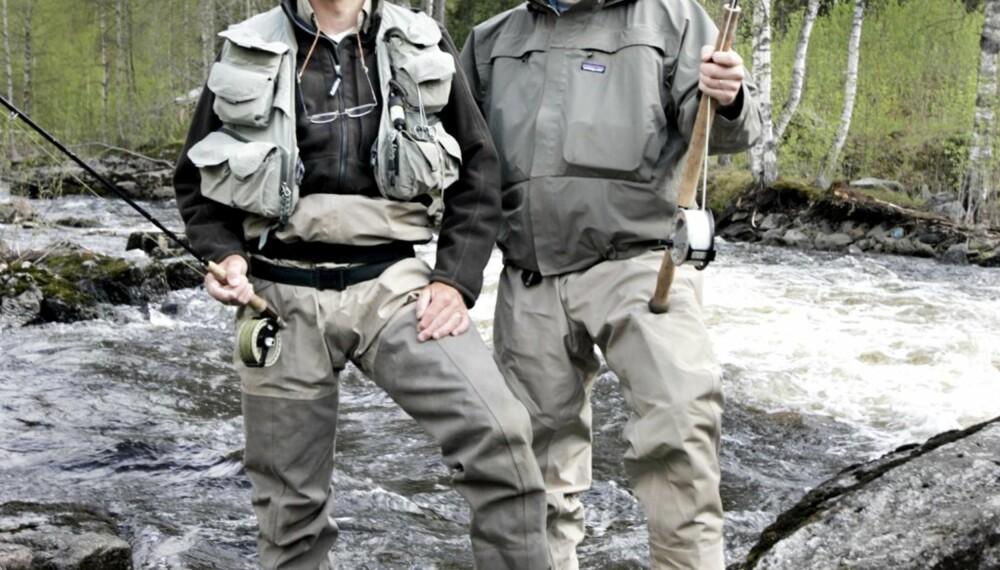 ØRRET VS. LAKS: Ørretfisker Pål Krogvold (t.v.) og laksefisker Øystein Aas gir ut hver sin fiskebok.