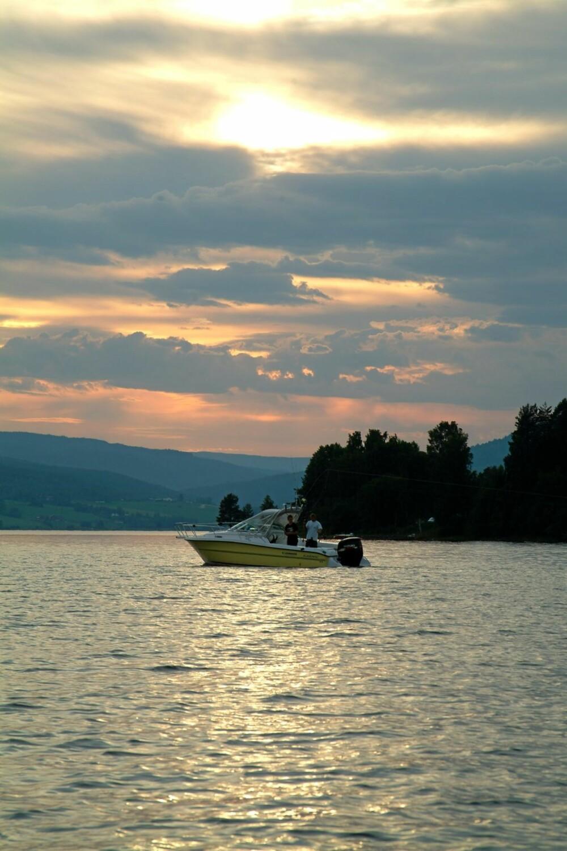 NÅR NATTA NO HAR SENKA SEG: I mai er kveld og tidlig morgen beste fisketid, mens nattfiske er det som gir best uttelling måneden etter.